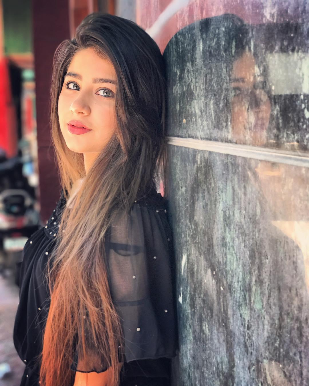 Aditi Bhatia Instagram username