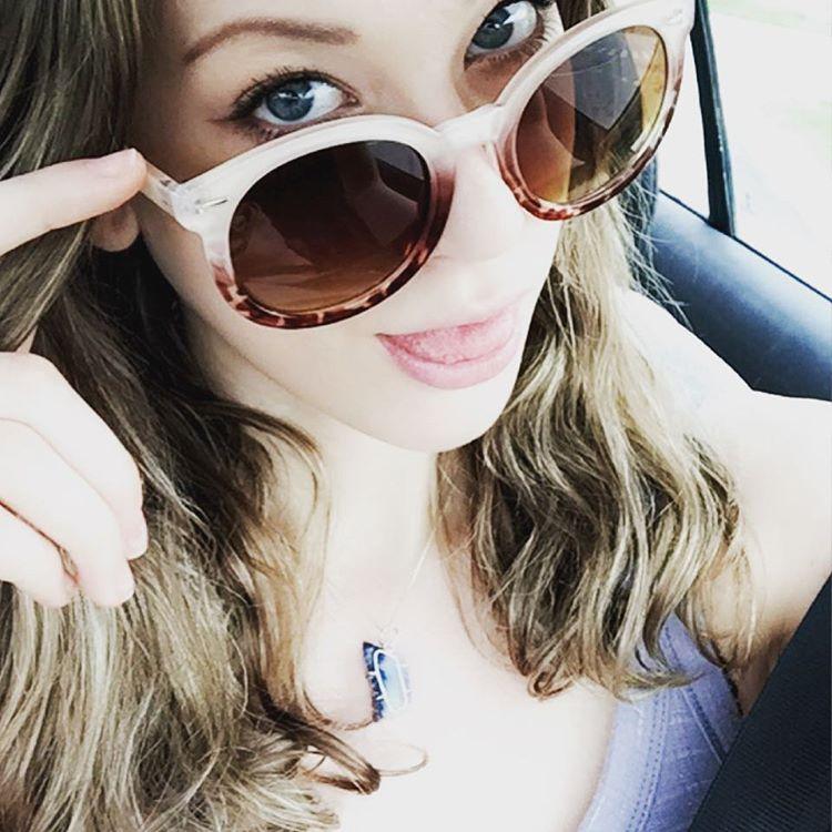 Anya Amsel Instagram username