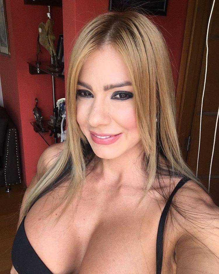 Esperanza Gomez Instagram username