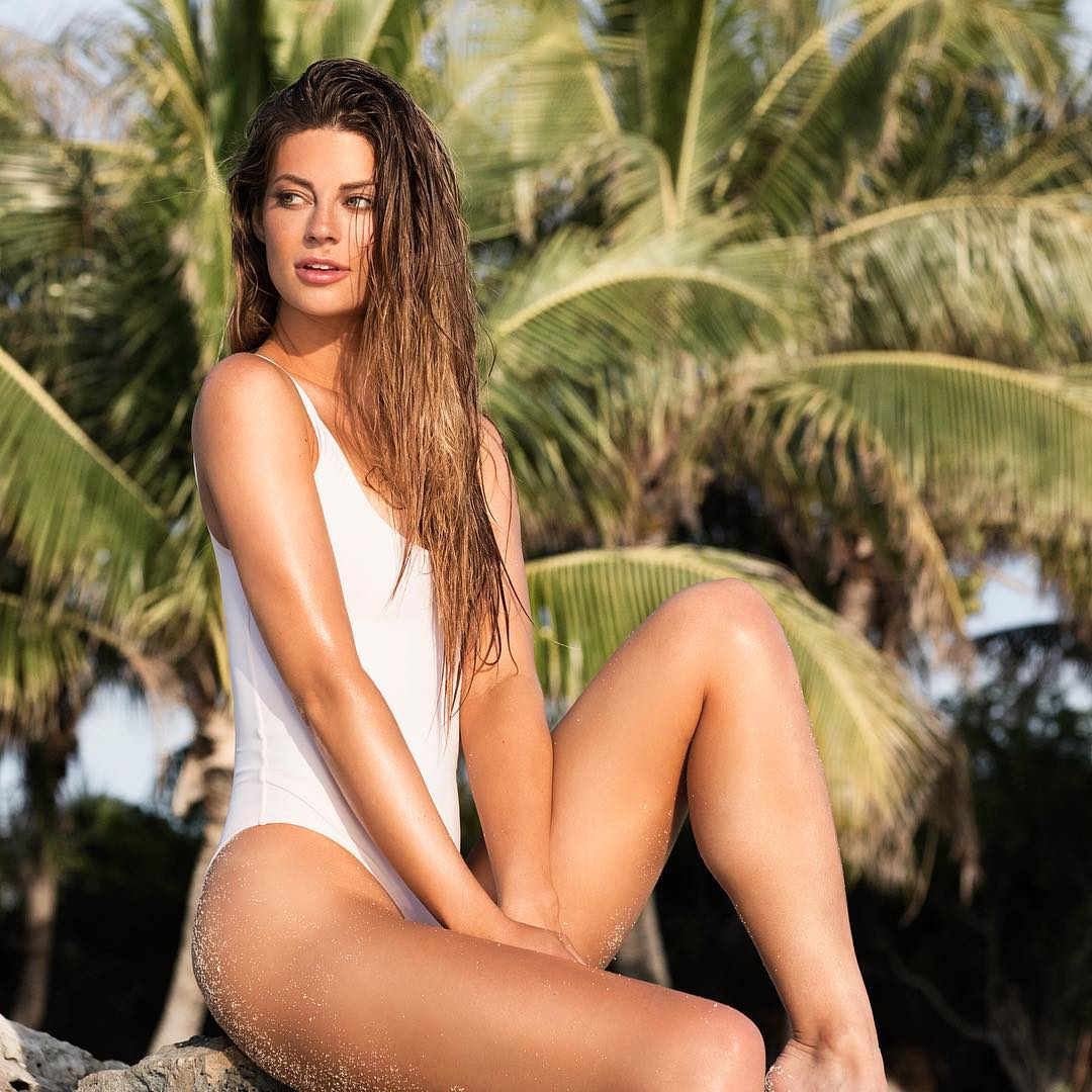 Hannah Stocking Instagram username