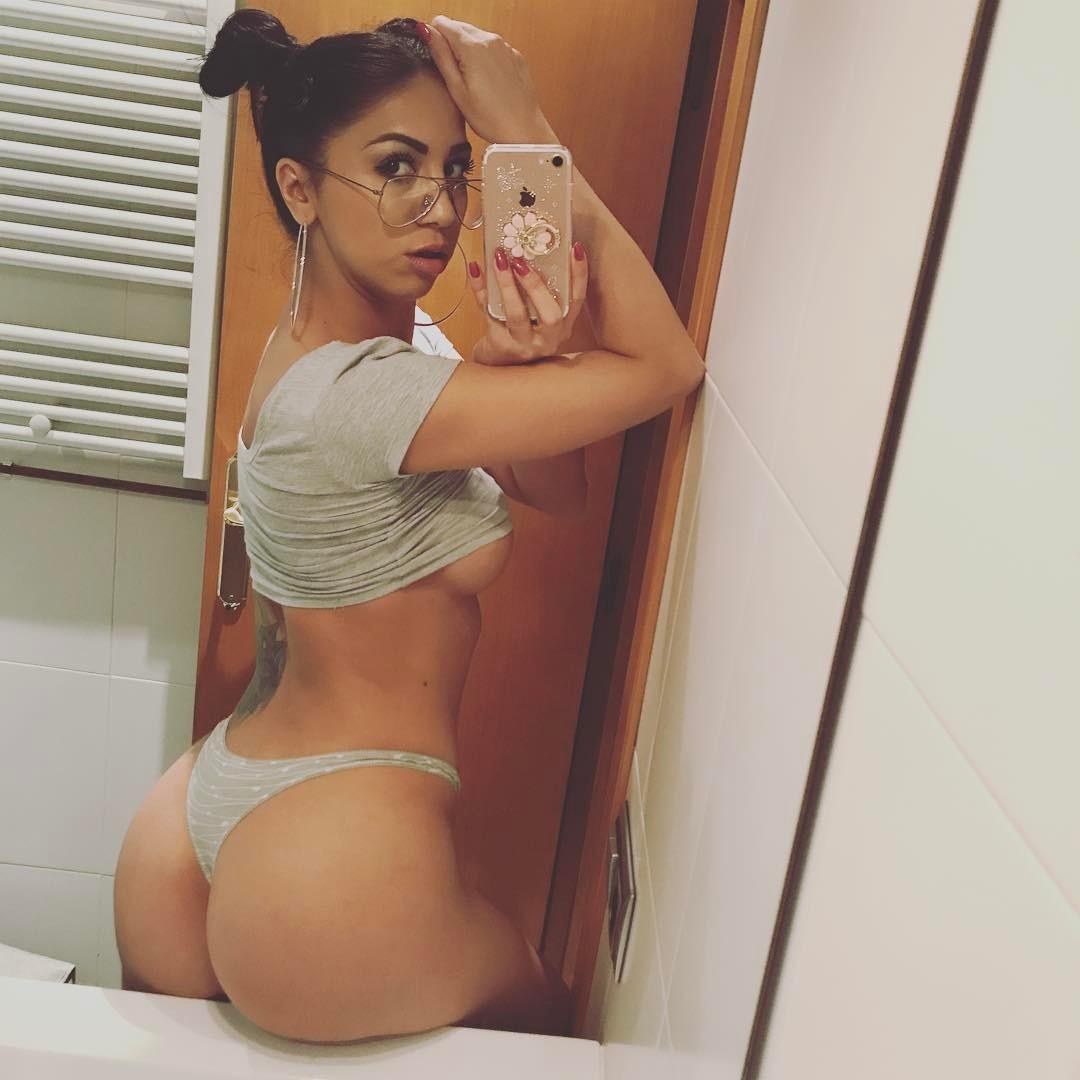 Julia De Lucia instagram