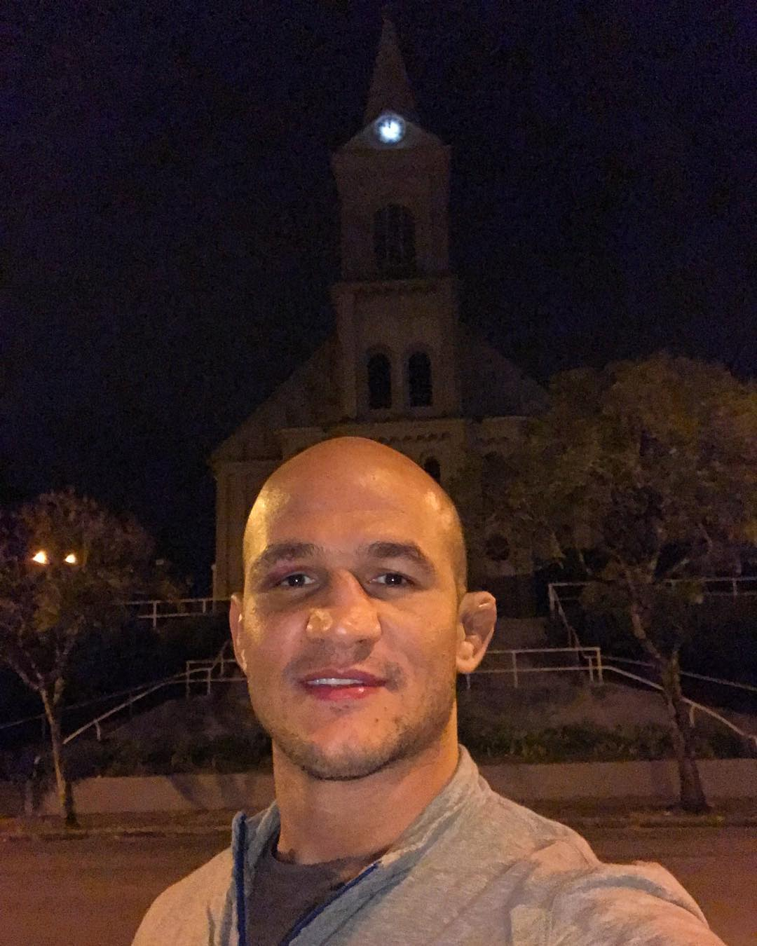 Junior Dos Santos Instagram username
