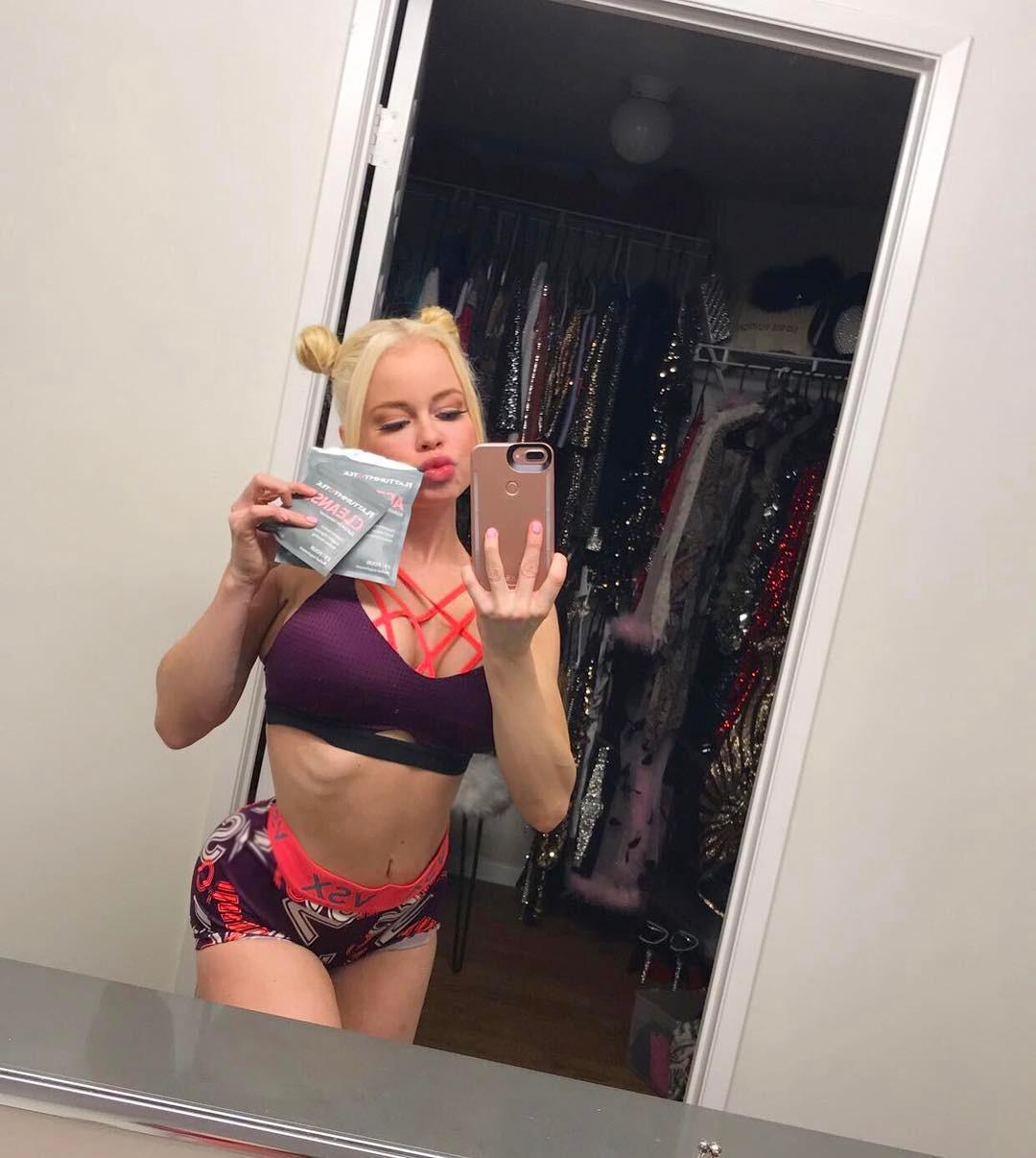 Nikki Delano Instagram username