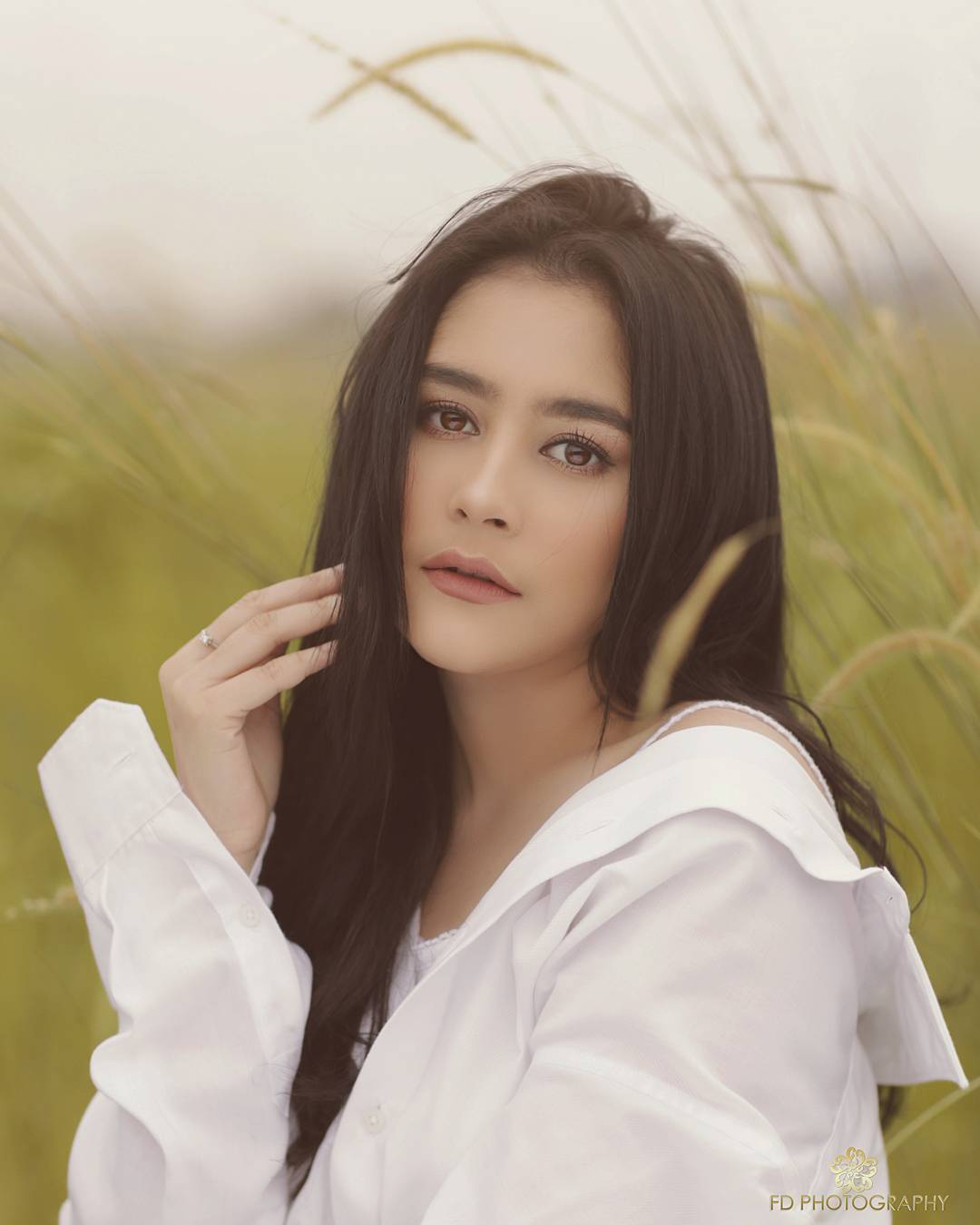 Prilly Latuconsina Instagram username