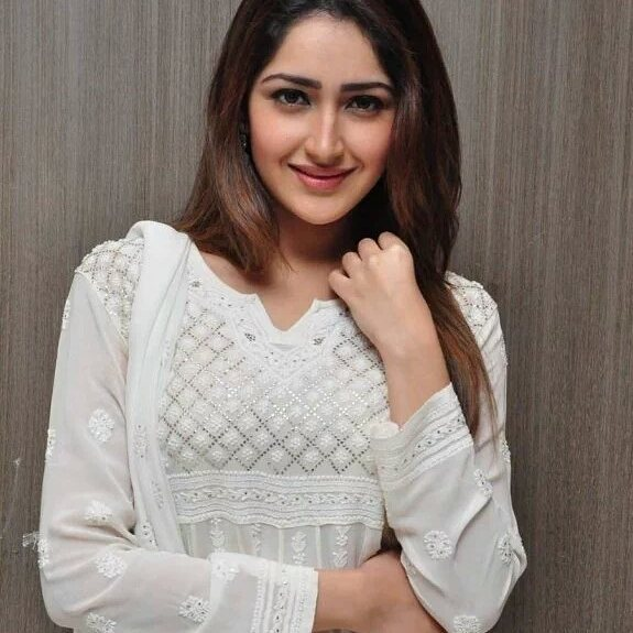 Sayesha Saigal Instagram username