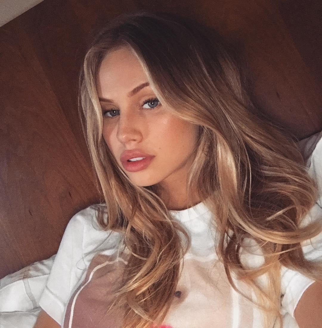 Scarlett Leithold Instagram username