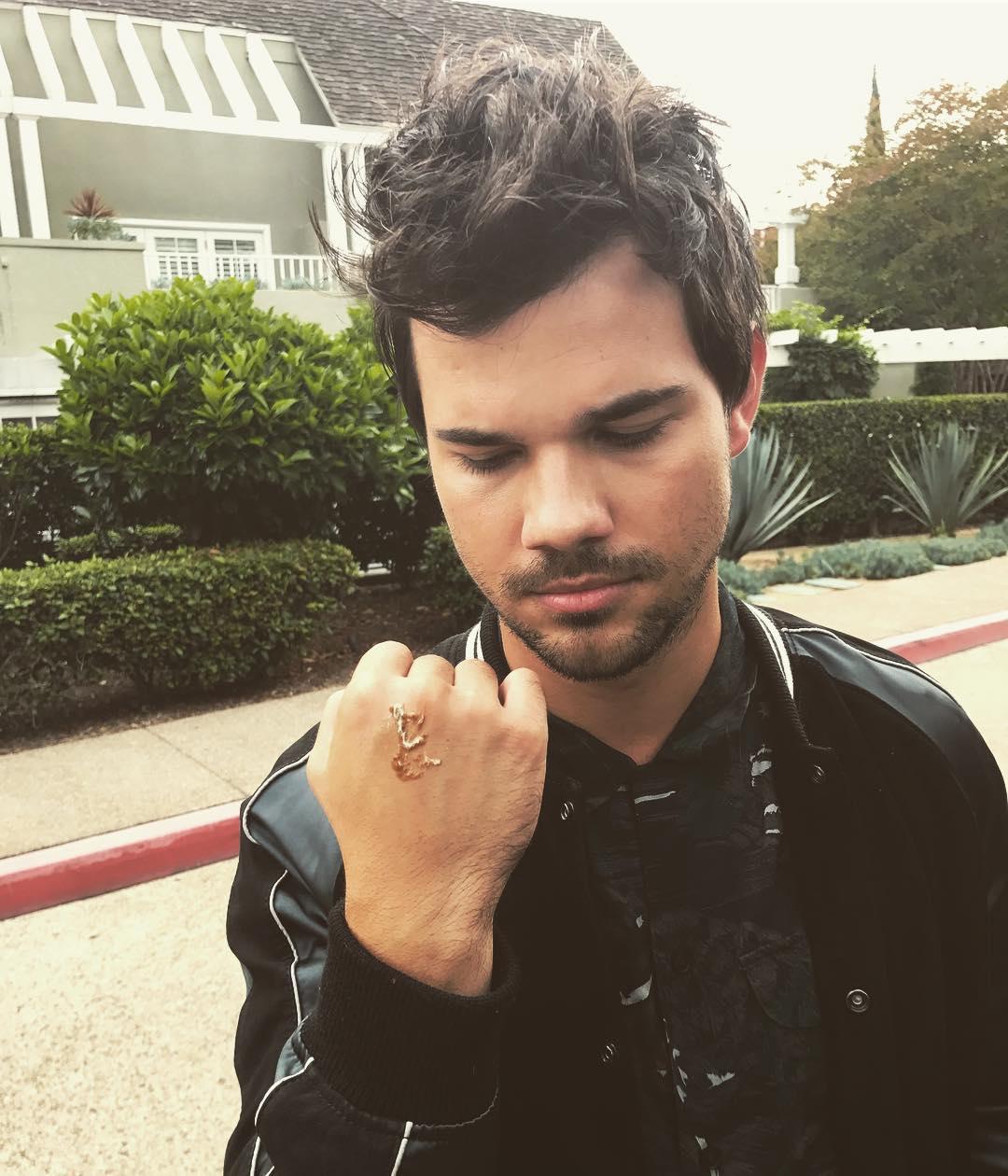 Taylor Lautner Instagram username